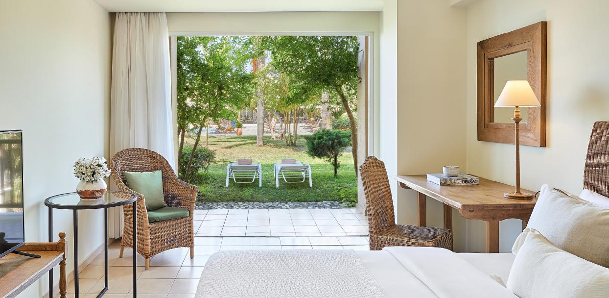 filoxenia-kalamata-accommodation-classic-jardin-covered-veranda