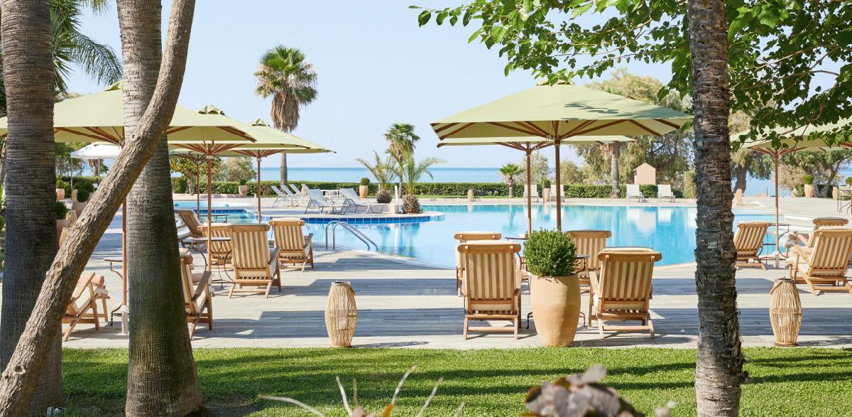 02-filoxenia-kalamata-accommodation-classic-pool-room
