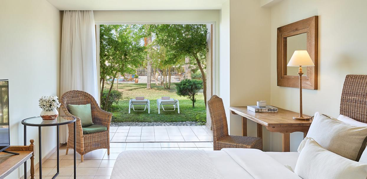 filoxenia-kalamata-classic-pool-room-with-covered-veranda