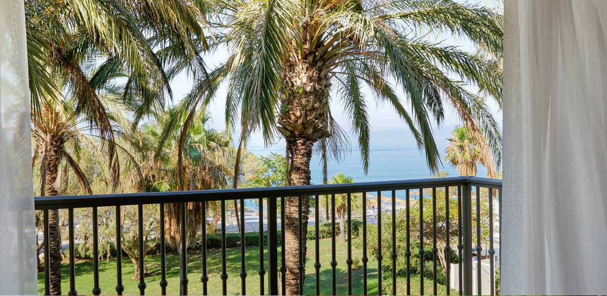 03-filoxenia-kalamata-resort-master-family-room-with-direct-sea-view