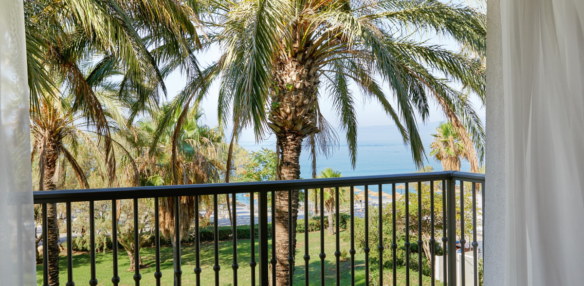 03-master-suite-direct-sea-view-in-filoxenia-kalamata-beach-resort