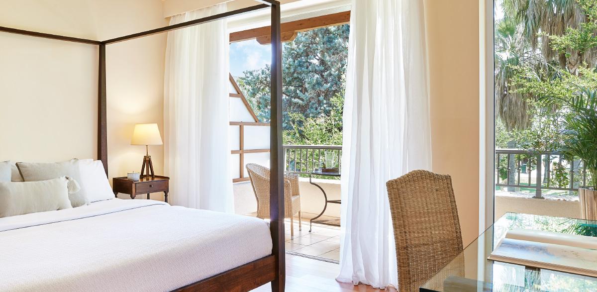 01-deluxe-guestroom-kalamata-filoxenia-hotel