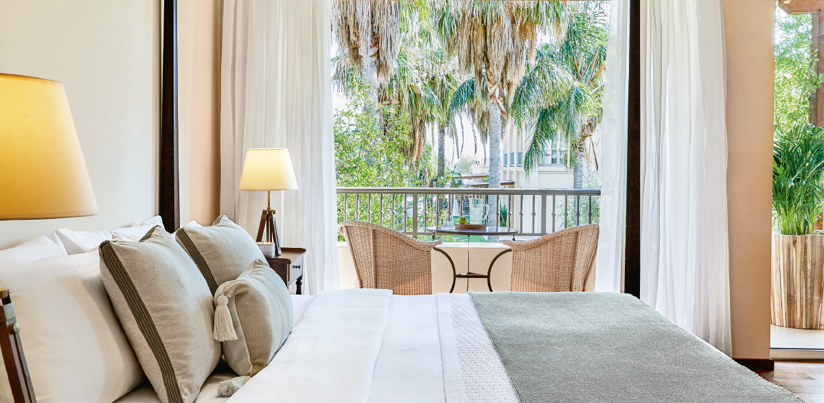 02-deluxe-guestroom-kalamata-filoxenia-hotel.jpg