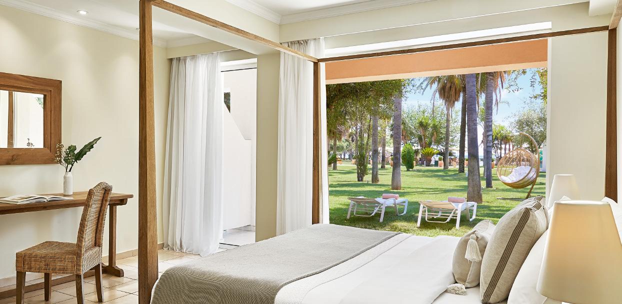 01-filoxenia-kalamata-hotel-superior-guestroom