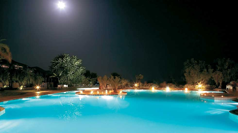 fresh water pool with hydro-massage bathtub filoxenia hotel peloponnese