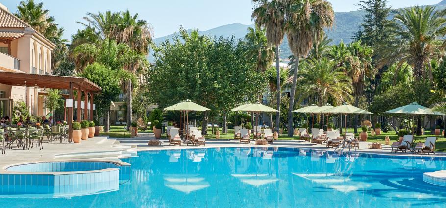 02-filoxenia-kalamata-beach-hotel-peloponnese